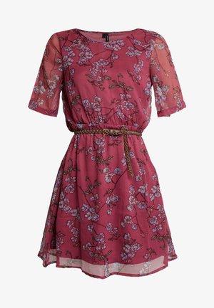 VMMALLIE BELT SHORT DRESS - Korte jurk - hawthorn rose/mallie