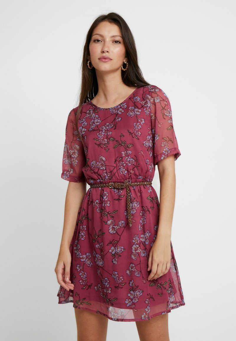 Vero Moda - VMMALLIE BELT SHORT DRESS - Freizeitkleid - hawthorn rose/mallie