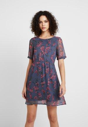 VMMALLIE BELT SHORT DRESS - Denní šaty - ombre blue