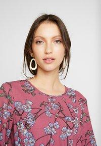 Vero Moda - VMMALLIE SMOCK DRESS - Sukienka letnia - hawthorn rose - 4