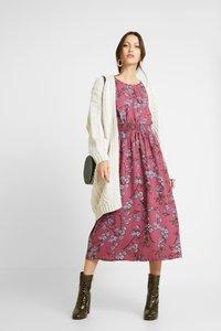 Vero Moda - VMMALLIE SMOCK DRESS - Vapaa-ajan mekko - hawthorn rose - 2