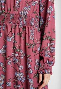 Vero Moda - VMMALLIE SMOCK DRESS - Vapaa-ajan mekko - hawthorn rose - 6