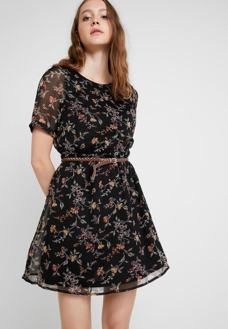 Vero Moda - VMTINI BELT SHORT DRESS - Freizeitkleid - black