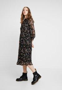 Vero Moda - VMTINI CALF DRESS - Maxi šaty - black - 0