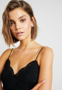 Vero Moda - VMFLORENCE SINGLET DRESS - Korte jurk - black - 6
