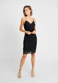 Vero Moda - VMFLORENCE SINGLET DRESS - Korte jurk - black - 0
