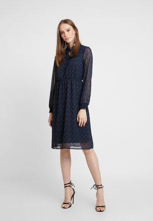VMAURORA CALF DRESS - Kjole - ombre blue/brick