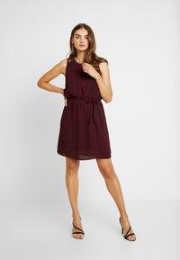 Vero Moda - VMDORTHEA SHORT DRESS - Denní šaty - winetasting - 2