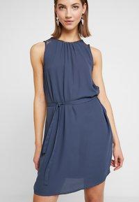 Vero Moda - VMDORTHEA SHORT DRESS - Denní šaty - ombre blue - 4