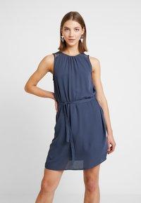 Vero Moda - VMDORTHEA SHORT DRESS - Denní šaty - ombre blue - 0