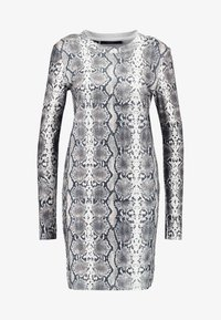 Vero Moda - VMSNACK O-NECK DRESS - Strikket kjole - snow white/birch/silver mink - 4