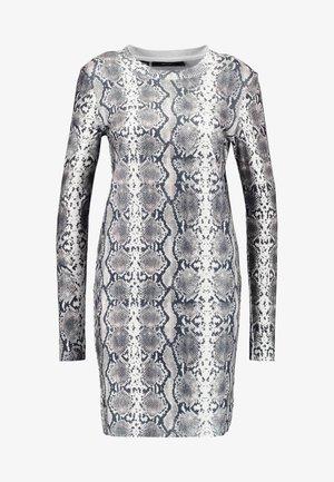 VMSNACK O-NECK DRESS - Gebreide jurk - snow white/birch/silver mink