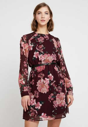 VMSUNILLE SHORT DRESS - Denní šaty - winetasting/sunilla
