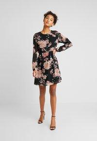 Vero Moda - VMSUNILLE SHORT DRESS - Kjole - black - 2