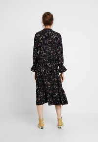 Vero Moda - VMMYRANDA DRESS - Skjortekjole - deep well/myranda - 3