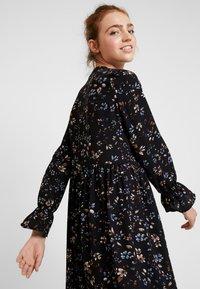Vero Moda - VMMYRANDA DRESS - Skjortekjole - deep well/myranda - 4