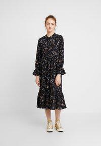 Vero Moda - VMMYRANDA DRESS - Skjortekjole - deep well/myranda - 0