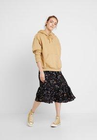 Vero Moda - VMMYRANDA DRESS - Skjortekjole - deep well/myranda - 2