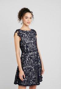 Vero Moda - VMDOLLAR CAP DRESS - Koktejlové šaty/ šaty na párty - night sky/silver scone - 0