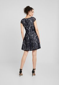 Vero Moda - VMDOLLAR CAP DRESS - Koktejlové šaty/ šaty na párty - night sky/silver scone - 3