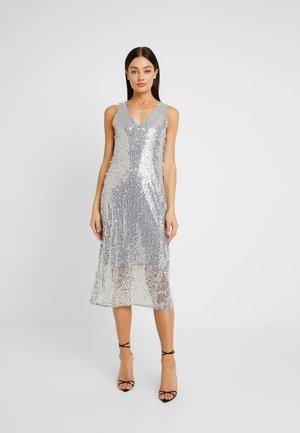 Denní šaty - silver sconce