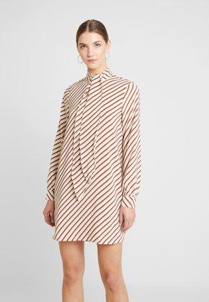 VMJANE HIGH NECK TIE - Robe d'été - birch