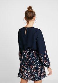 Vero Moda - VMFLORA BELT DRESS - Day dress - navy blazer - 2