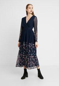 Vero Moda - Maxi šaty - navy - 0