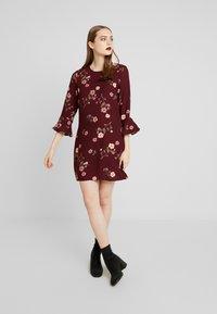 Vero Moda - VMFALLIE BELL SHORT DRESS - Vestito estivo - port royale/fallie - 2