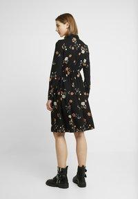 Vero Moda - VMFALLIE - Sukienka letnia - black/fallie - 3