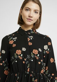 Vero Moda - VMFALLIE - Sukienka letnia - black/fallie - 4