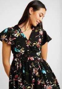 Vero Moda - VMABBIE SHORT DRESS - Denní šaty - black/abbie - 4