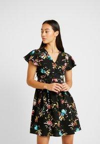 Vero Moda - VMABBIE SHORT DRESS - Denní šaty - black/abbie - 0