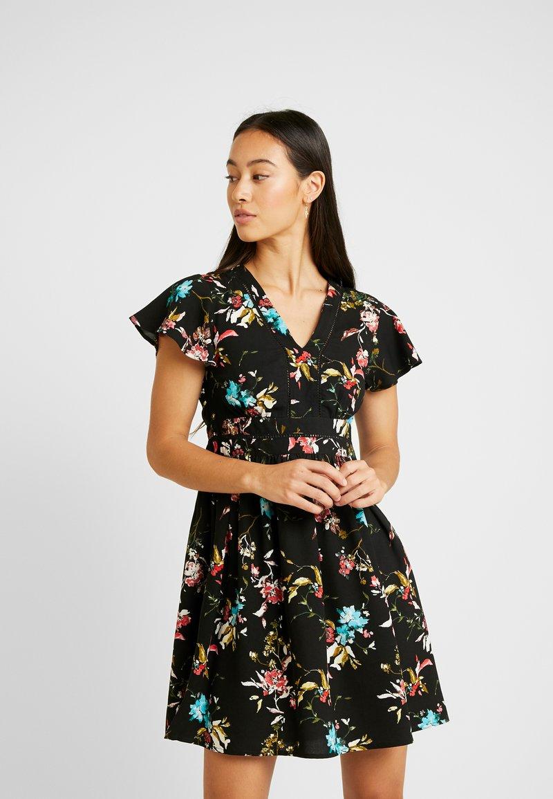 Vero Moda - VMABBIE SHORT DRESS - Denní šaty - black/abbie