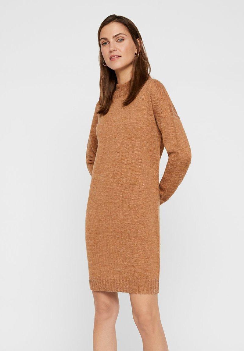 Vero Moda - Strickkleid - tobacco brown