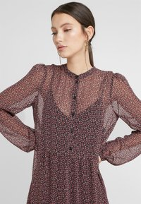Vero Moda - Denní šaty - black/pink - 4