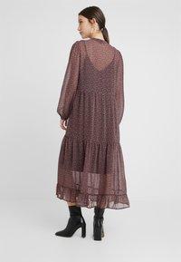 Vero Moda - Denní šaty - black/pink - 2