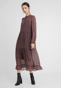 Vero Moda - Denní šaty - black/pink - 1