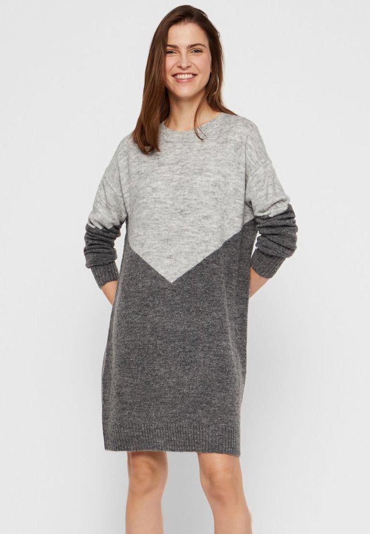 Vero Moda - Jumper dress - medium grey