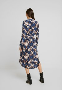 Vero Moda - VMLIANA CALF DRESS - Skjortekjole - black/blue liana - 2