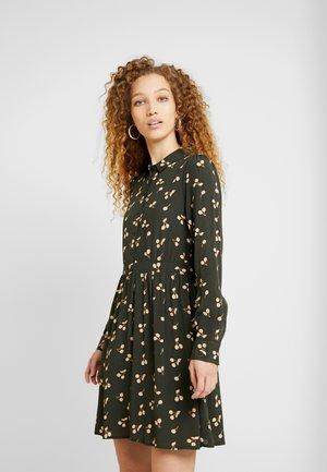 VMFALA SHORT DRESS - Blusenkleid - peat/fala