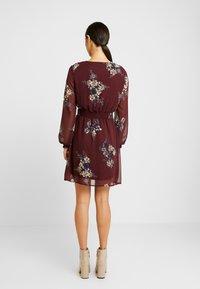 Vero Moda - VMALLIE SHORT SMOCK DRESS - Korte jurk - winetasting - 3