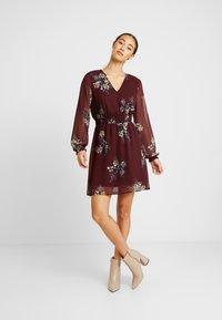 Vero Moda - VMALLIE SHORT SMOCK DRESS - Korte jurk - winetasting - 2
