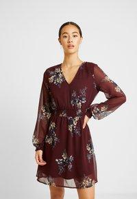 Vero Moda - VMALLIE SHORT SMOCK DRESS - Korte jurk - winetasting - 0