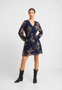 Vero Moda - VMALLIE SHORT SMOCK DRESS - Vestito estivo - navy blazer - 2