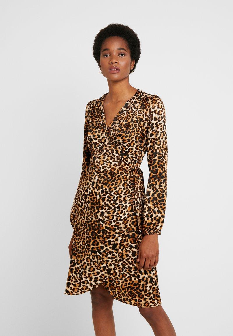 Vero Moda - VMGAMMA WRAP DRESS - Korte jurk - pristine