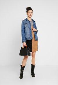 Vero Moda - VMAGOURAWAVE O-NECK DRESS - Jumper dress - medium grey melange/tobacco - 2