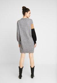 Vero Moda - VMAGOURAWAVE O-NECK DRESS - Jumper dress - medium grey melange/tobacco - 3