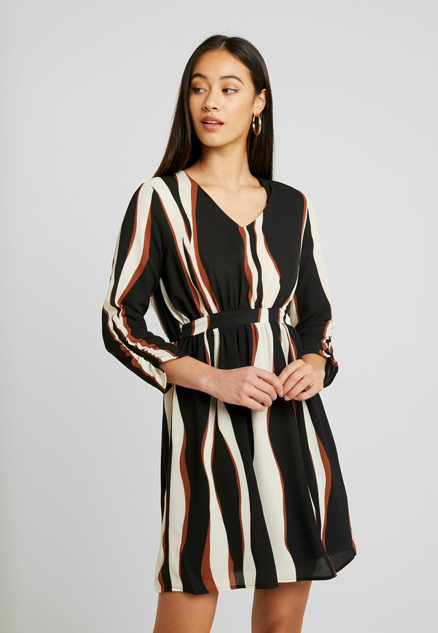 VMFIDELA DRESS - Korte jurk - nude