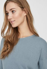 Vero Moda - VMMINNIECARE O NECK DRESS - Jumper dress - slate